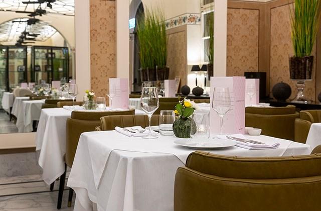 מסעדת GEORGE & JOHN