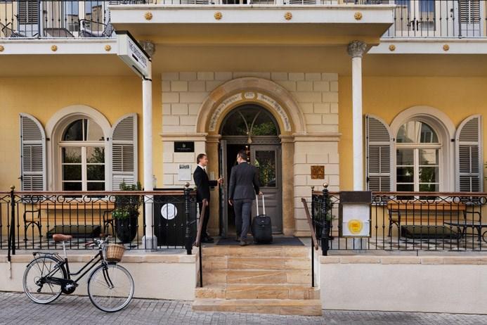 כניסה למלון דריסקו